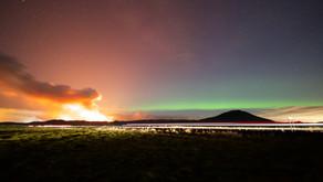 Em registro raro, brasileiros fotografam aurora boreal e erupção vulcânica na Islândia!