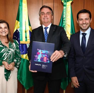 Presidente da República e Ministro do Turismo recebem convites para o Festuris 2021!