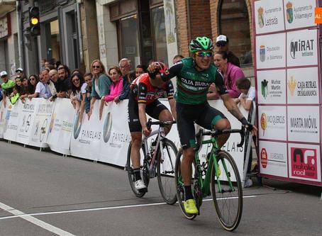 Victoria de Jefferson Cepeda en la etapa reina de la Vuelta y liderazon para Iván Martínez del Froiz
