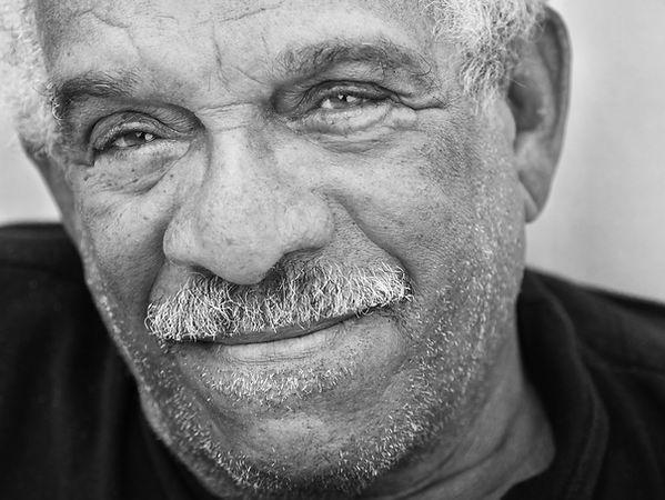 Derek Walcott sobre Edmundo Font