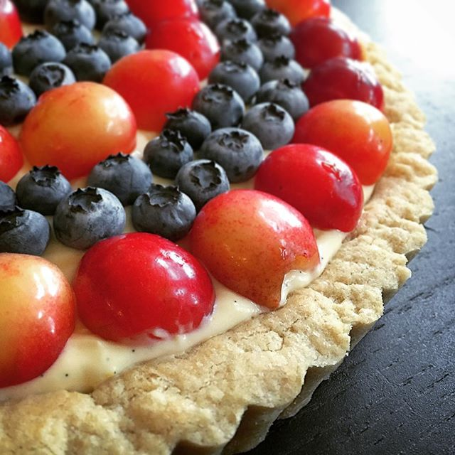 Lemon tart with #rainiercherries and #blueberries from our #csa _helsingfarmcsa #communitysupporteda