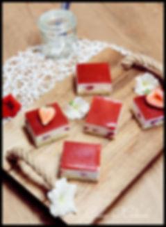 skutine kocke z jagodami, sočne skutine kocke, skutine kocke