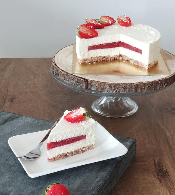 bela čokoladna torta s kokosom, bela čokolada s kokosom, bela čokoladna torta z jagodami, beli čokoladni mousse, cake o clock, urska pece