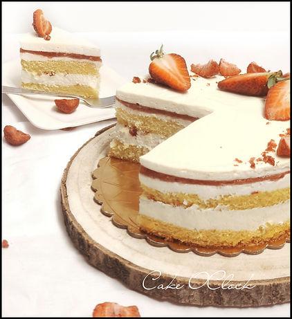 Bela čokoladna torta z jagodami, beli mousse z jagodami, bela čokolada z jagodami, jagodna torta, cake o clock, urška peče