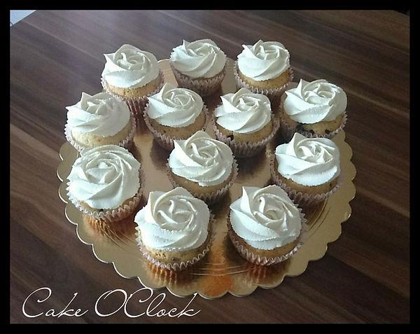 muffini, vanilijevi muffini, vaniljevi muffini, cupcakes, muffini s koščki čokolade, vaniljeva krema
