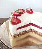 bela čokoladna torta, bela čokolada s kokosom, bela čokoladna torta z jagodami, torta z belo čokolado, urška peče, cake o clock