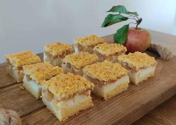Krhka pita s pudingom in jabolki.jpg