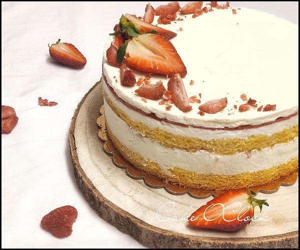 Bela čokoladna torta z jagodami, torta z belo čokolado in jagodami, jagoda torta, cake o clock, urška peče