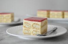 Vaniljeve kocke z jagodami