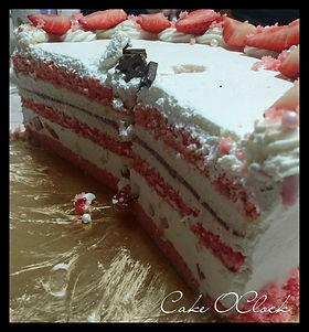jagodna torta s kokosom, jagodna torta z jogurtom, jagodna torta z jogurtom in kokosom, cakeo clock urška peče, cke o clock, urška peče, cake o'clock