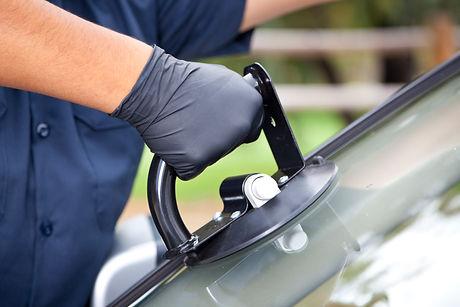Removing a car windscreen.jpg