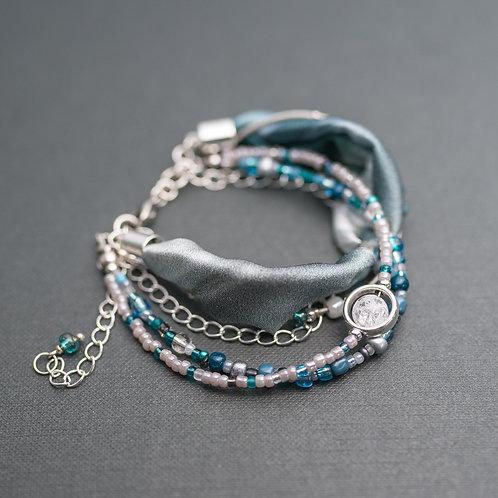 Armband  mit Bergkristall, Leder und Seide