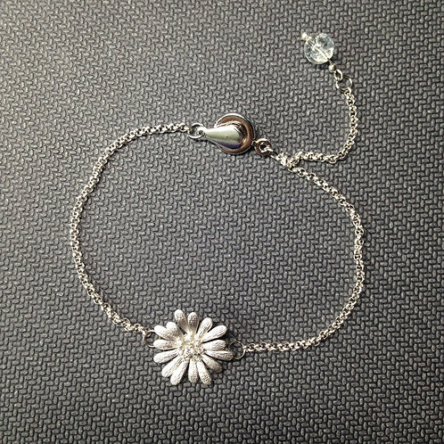 Zartes Armband mit Gänseblümchen und Bergkristall
