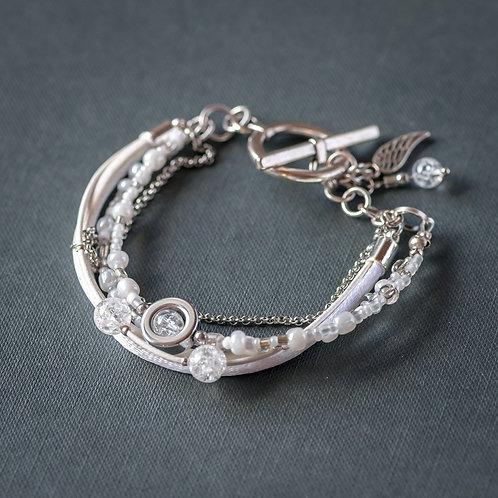 Weißes Armband mit Bergkristallen