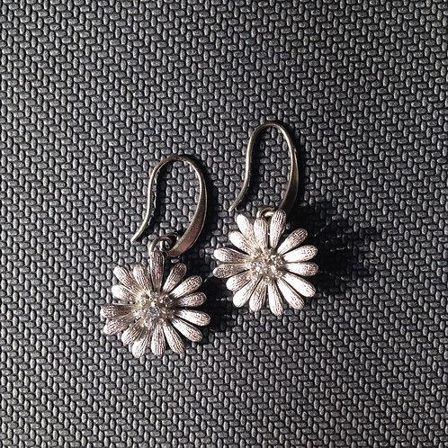 Ohrringe mit Gänseblümchen