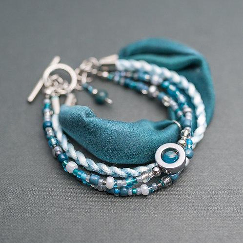 Armband mit Edelsteinen, Leder und Seide
