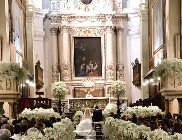 Chiesa Cattedrale con gysophila e lilium