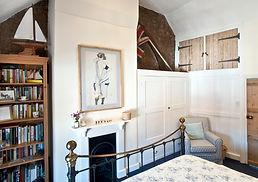Rookery Nook Bed and Breakfast, Shere, Guildford, Surrey, North Downs, Downsview, Bedroom Brass Bed, wattle and daub, Lol Johnson Photography