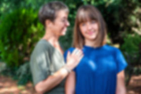 Une séance photo portrait de famille qui s'est déroulée à Millau en Aveyron avec Isabelle et sa fille Nina