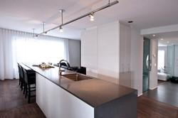 Îlot de cuisine et table intégrée