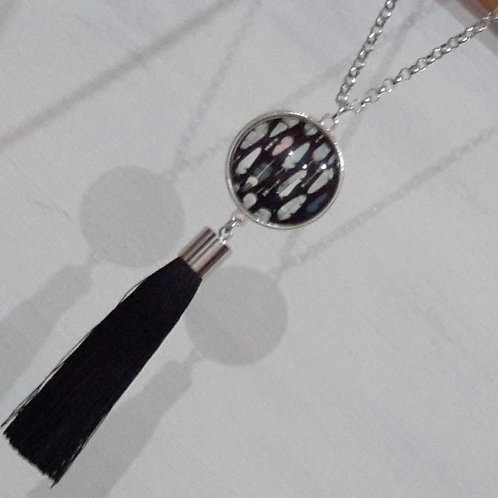Feather pendant with tassels