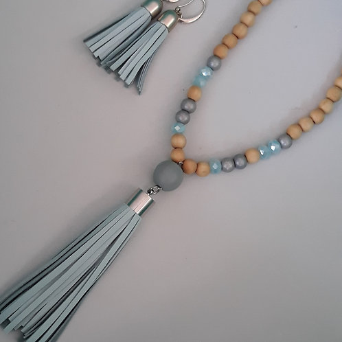 Duckegg blue facet bead tassel