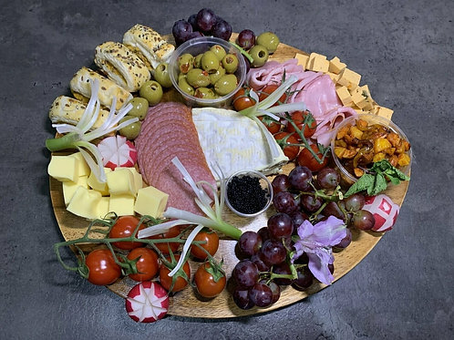 The charcuterie & cheese board for 4