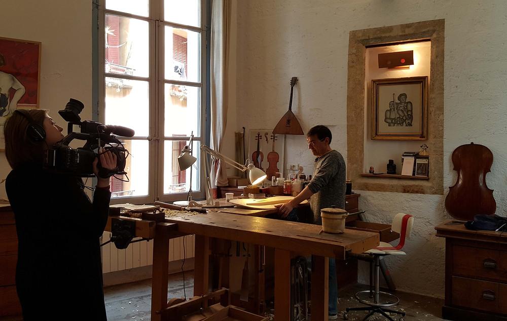 Tournage France 5 dans l'atelier de lutherie de Frédéric Chaudière, à l'Hôtel Magnol