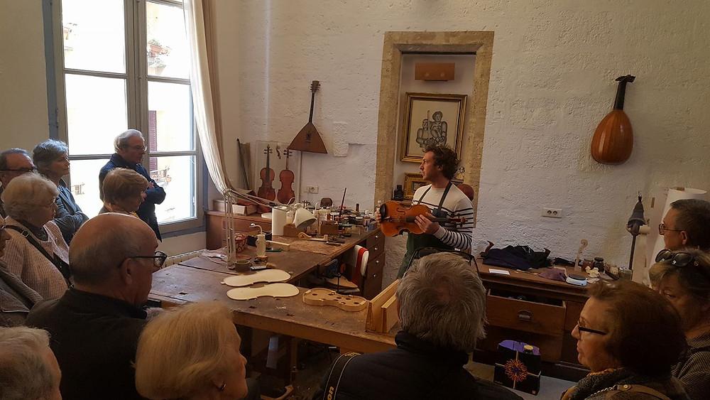 Visite guidée dans l'atelier de lutherie de l'Hôtel Magnol