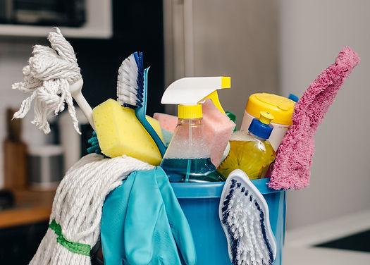 cleaning-supply-bucket-in-kitchen_4460x4