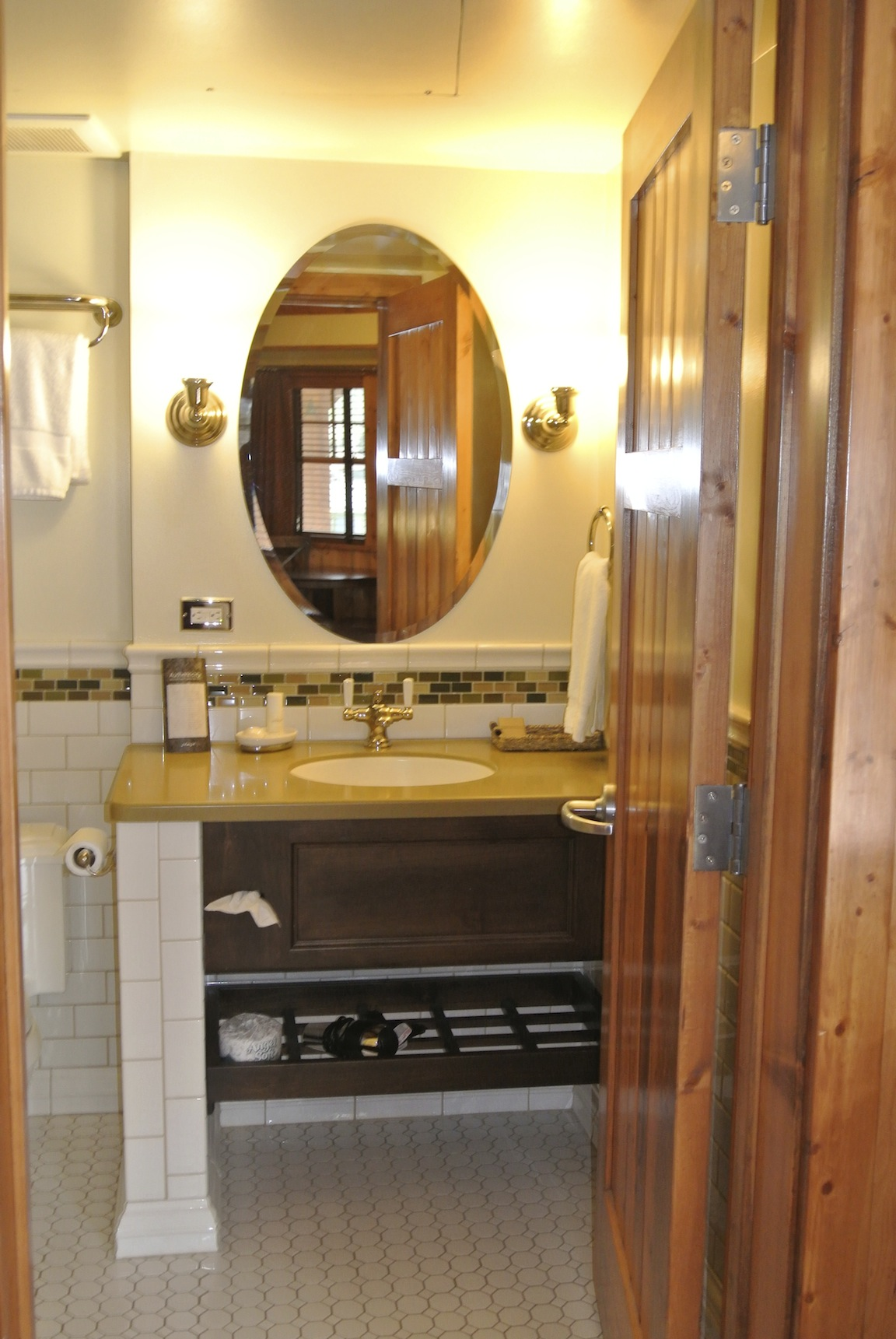 Bathroom 2-C.jpg