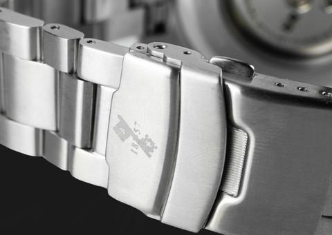 20-01-10-3-Silver-Black.jpg