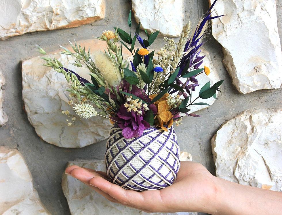 Centro de flor preservada yute morada