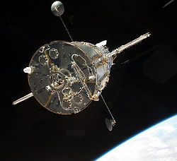 STS-125_departing_the_Hubble_Space_Telescope.jpg