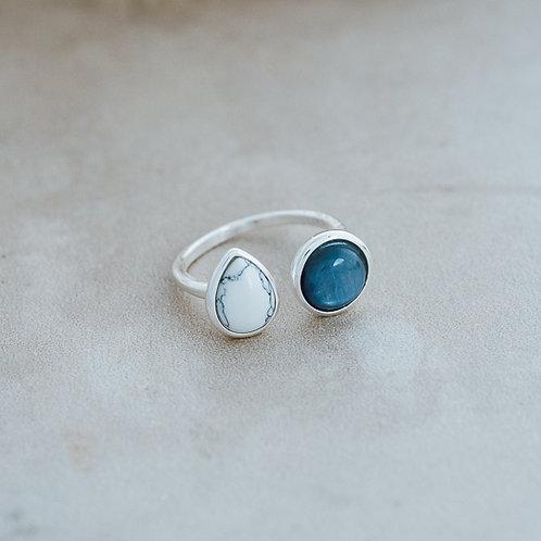 Duet Ring- SILVER/HOWLITE/KYANITE