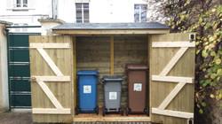 Abri de jardin pour poubelles
