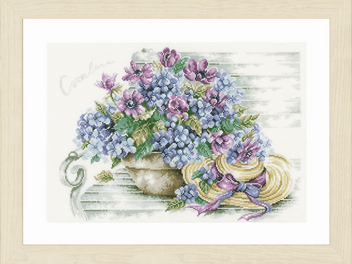 Counted Cross Stitch Kit: Hydrangea on a Bench (Evenweave)