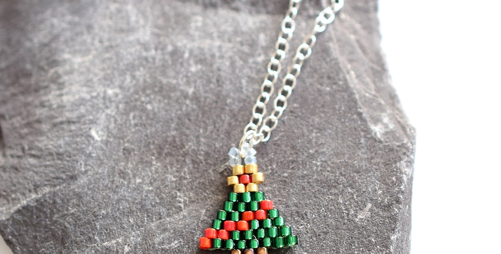 Make Your Own Christmas Tree Necklace
