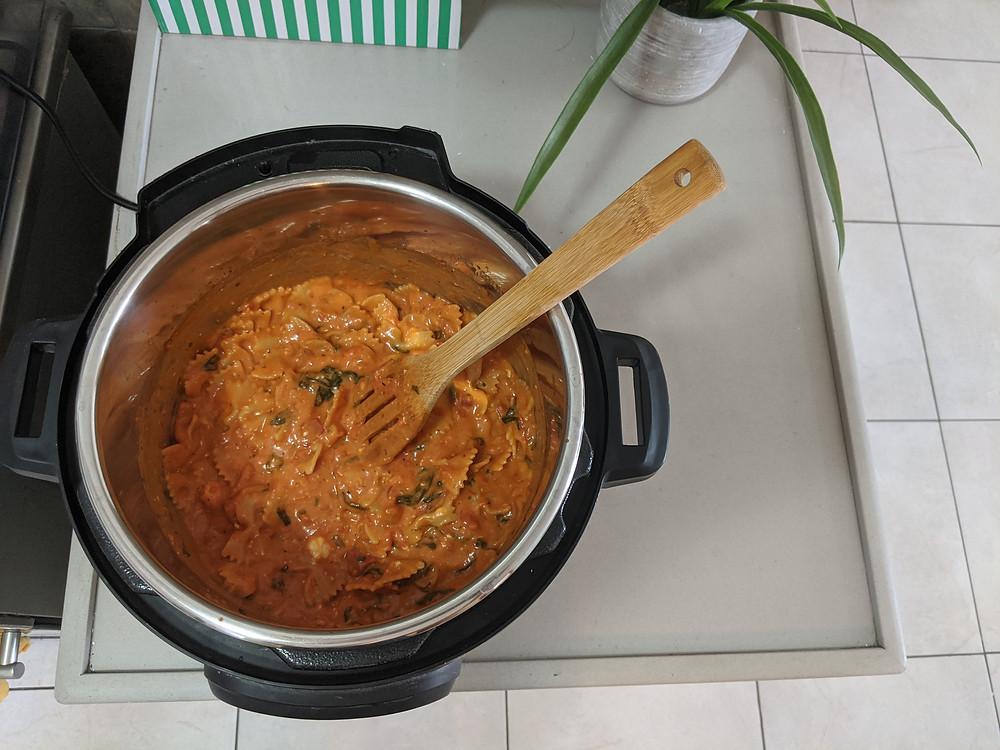 פסטה עגבניות וגבינת עיזים מוקרמת בסיר לחץ