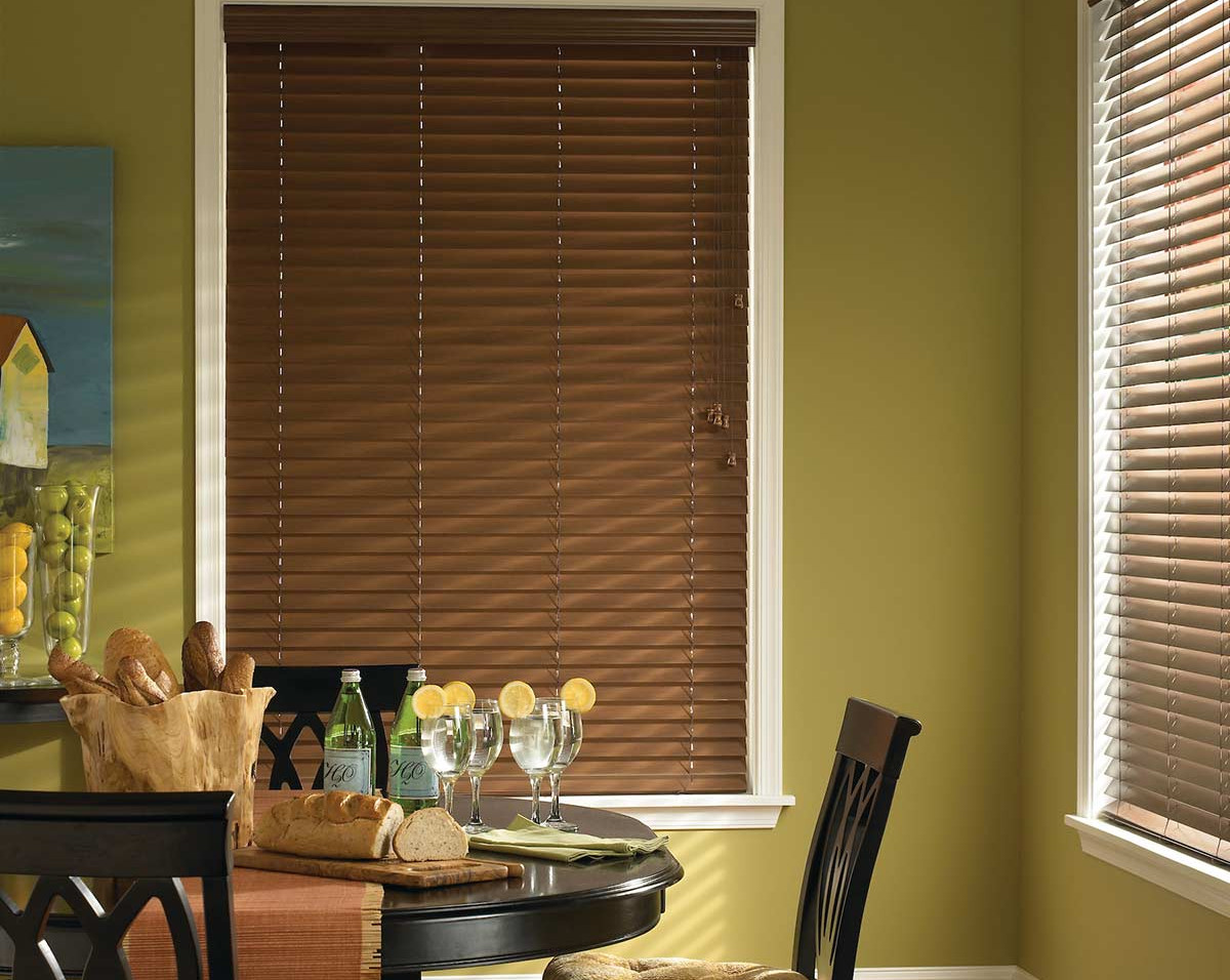 closed-faux-wood-blinds-dining-room.jpg