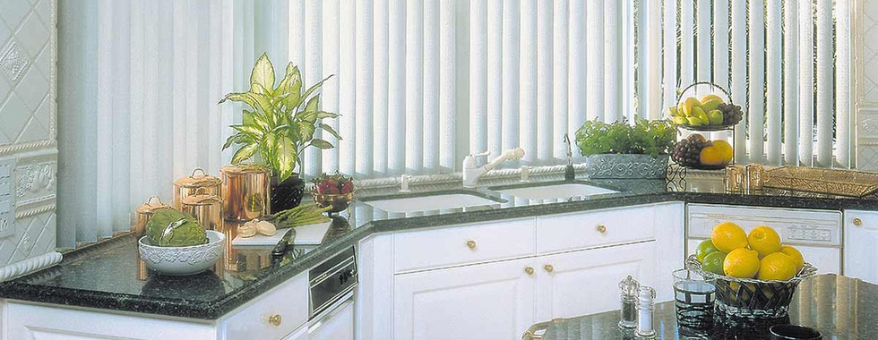 vertical-blinds-covered-by-cutain-kitche