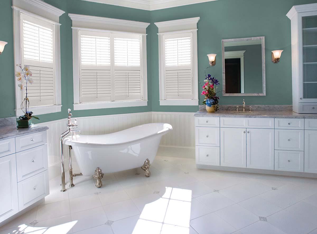 white-shutters-front-tilt-bar-divider-ra