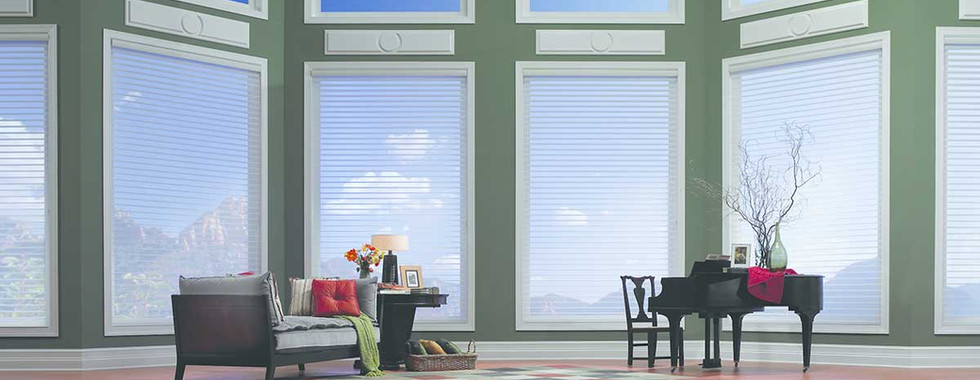 large-living-room-white-horizontal-sheer