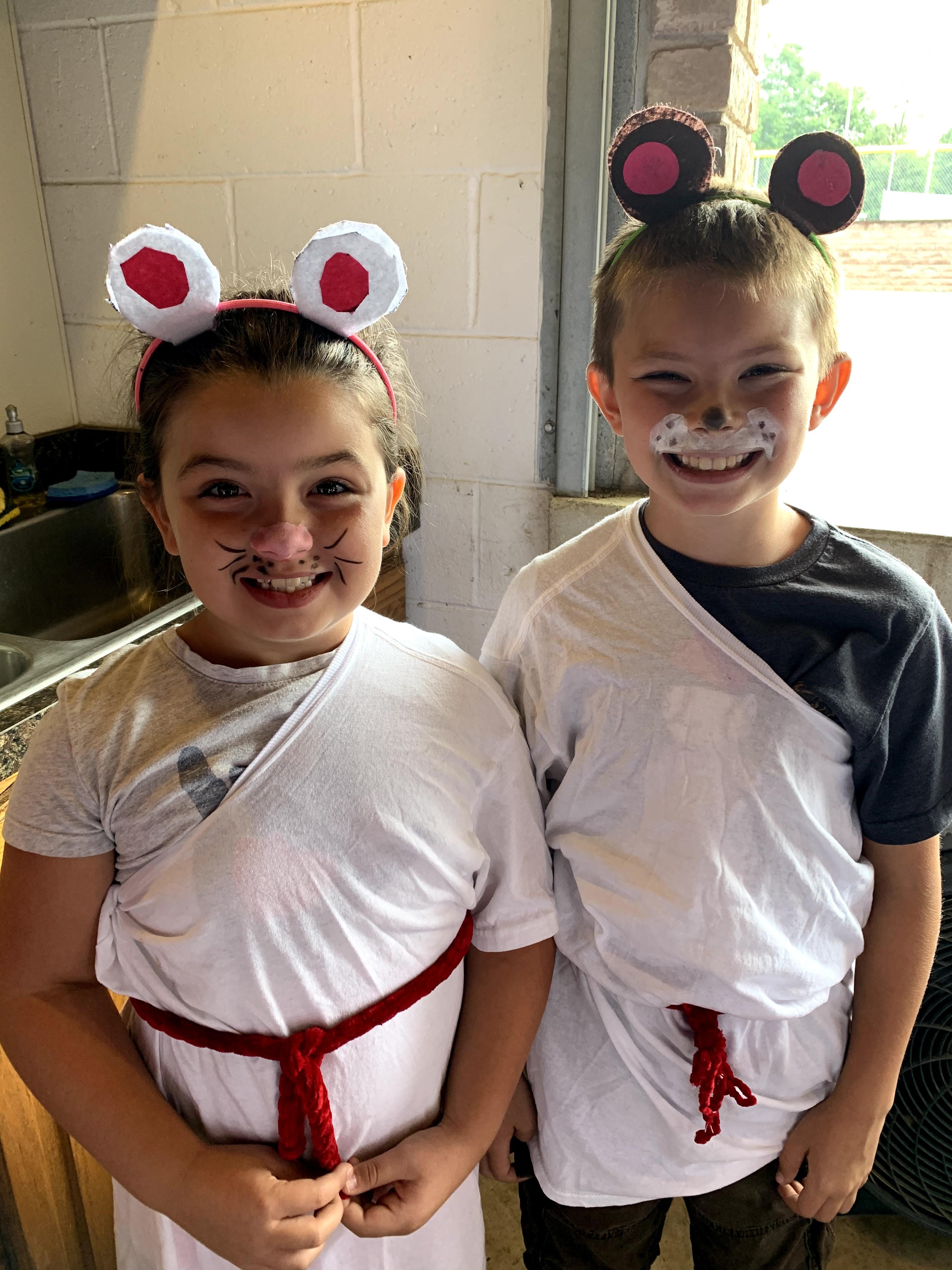 a mouse & a bear - Aesops