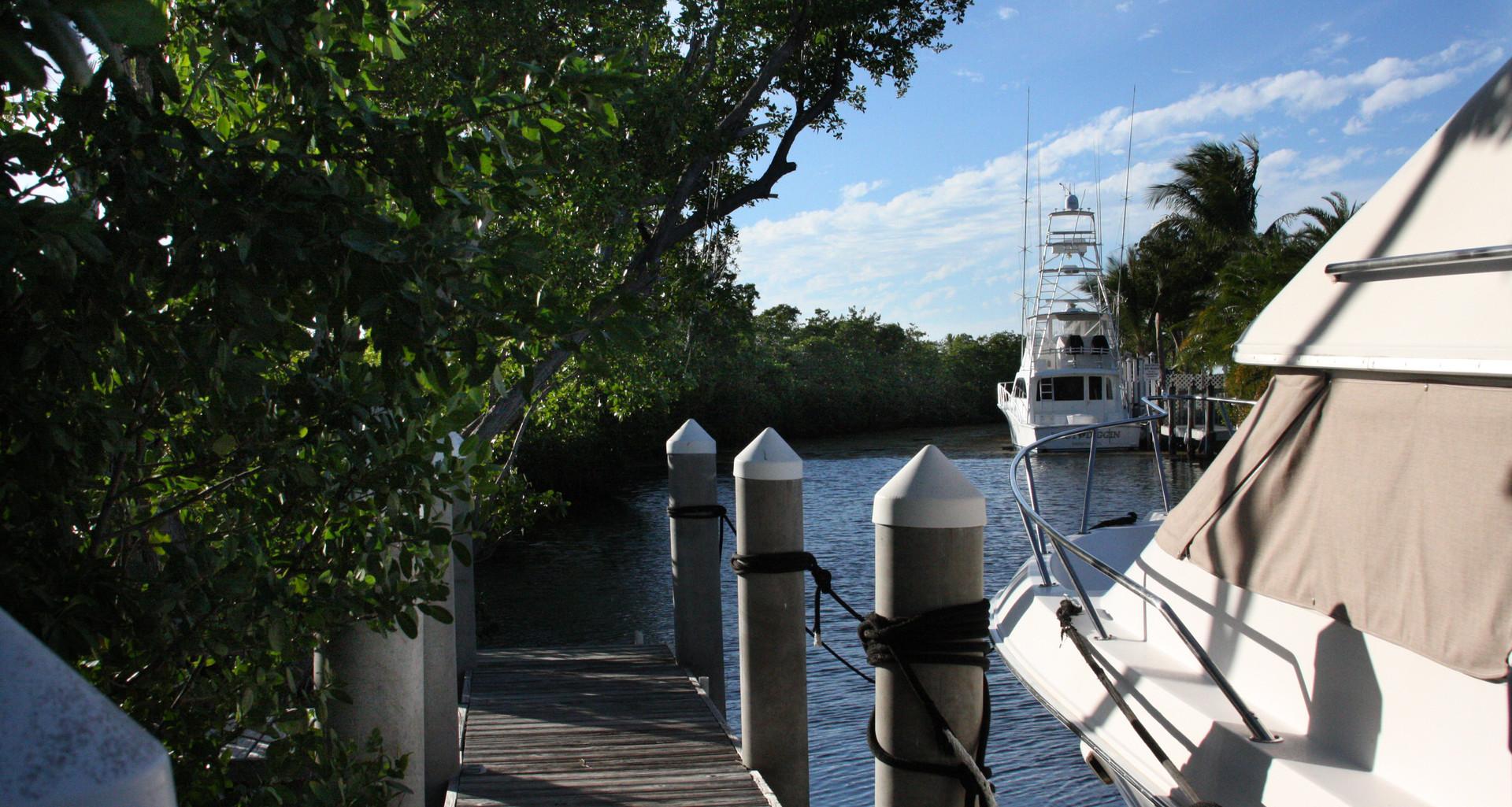 Coconut_Cay_canal.jpg