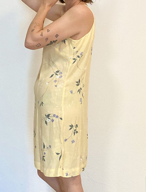 Pastellgelbes Sommerkleid