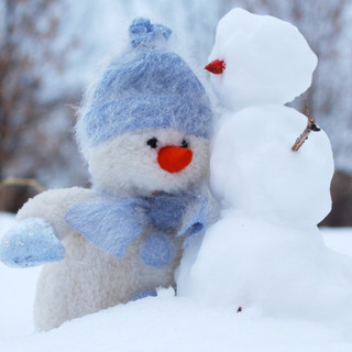 christmas-cold-friends-269370-1000x562.j