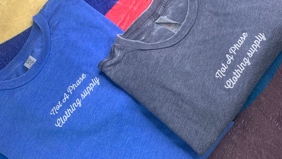 STONE WASHED EMBROIDERED TEES