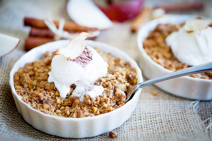 apple-crumble-with-vanilla-ice-cream