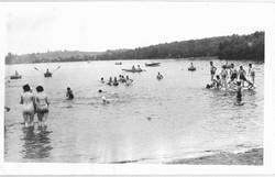 Frank-Krantz-Swimmers-at-the-beach-2-1